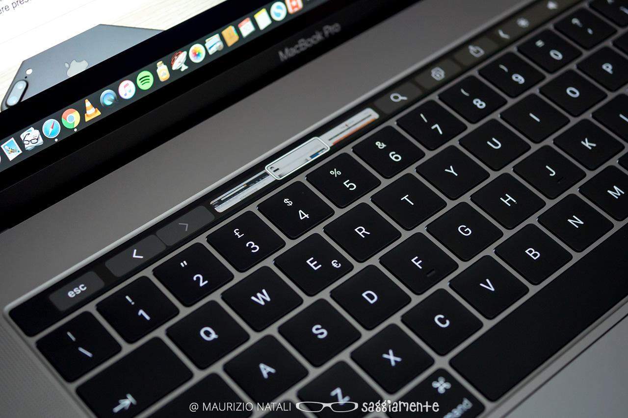 macbookpro15-touchbar-safari